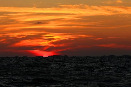 Apparition des îles de Chausey et disparition du Soleil.