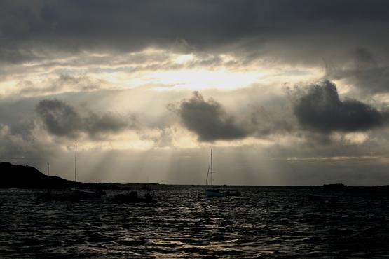 Ciel menaçant dans le Sound de Chausey.