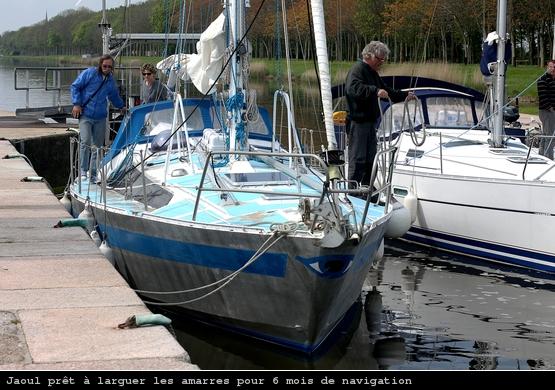 Manoeuvres d'écluse à Carentan sur JAOUL