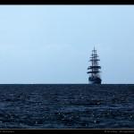 Grand voilier croisé par hasard entre les îles.